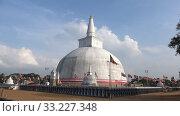 Купить «Вид на древнюю дагобу Ruwanweli Maha Seya. Анурадхапура, Шри-Ланка», видеоролик № 33227348, снято 4 февраля 2020 г. (c) Виктор Карасев / Фотобанк Лори