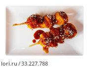 Купить «Japanese fried chicken balls», фото № 33227788, снято 29 февраля 2020 г. (c) Яков Филимонов / Фотобанк Лори