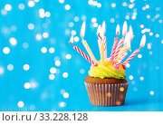 birthday cupcake with many burning candles. Стоковое фото, фотограф Syda Productions / Фотобанк Лори