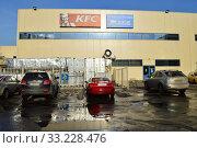 Купить «Автостоянка во дворе торгового центра «ВДНХ» (1-я Останкинская улица, 55). Останкинский район. Город Москва», эксклюзивное фото № 33228476, снято 26 февраля 2015 г. (c) lana1501 / Фотобанк Лори