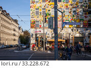 Colourfully painted facade in the Karl-Liebknecht-Strasse in Leipzig (2018 год). Редакционное фото, агентство Caro Photoagency / Фотобанк Лори