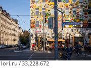 Купить «Colourfully painted facade in the Karl-Liebknecht-Strasse in Leipzig», фото № 33228672, снято 5 октября 2018 г. (c) Caro Photoagency / Фотобанк Лори