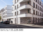 Купить «New residential building and slogans against gentrification in Leipzig-Connewitz», фото № 33228680, снято 5 октября 2018 г. (c) Caro Photoagency / Фотобанк Лори