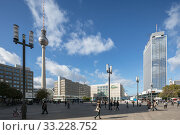 Haus Alexander, television tower, Haus Berolina, Galeria Kaufhof, Hotel Park Inn at Alexanderplatz in Berlin-Mitte (2018 год). Редакционное фото, агентство Caro Photoagency / Фотобанк Лори