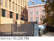 Купить «New construction of exclusive residential buildings at Werdersche Markt and the dummy of the Bauakademie in Berlin-Mitte», фото № 33228788, снято 3 ноября 2018 г. (c) Caro Photoagency / Фотобанк Лори