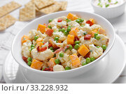 Купить «cauliflower salad with bacon, cheese, green peas», фото № 33228932, снято 28 ноября 2019 г. (c) Oksana Zh / Фотобанк Лори