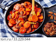 Купить «Candied sweet potatoes with pecan nuts, closeup», фото № 33229044, снято 30 ноября 2019 г. (c) Oksana Zh / Фотобанк Лори