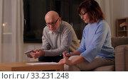 Купить «senior couple with papers and calculator at home», видеоролик № 33231248, снято 4 января 2020 г. (c) Syda Productions / Фотобанк Лори