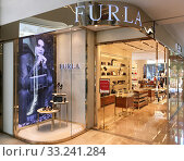 Furla store at Mira Place 1 mall, Hong Kong (2019 год). Редакционное фото, фотограф Александр Подшивалов / Фотобанк Лори