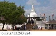 Купить «Вид на Thuparama Dagoba солнечным днем. Анурадхапура, Шри-Ланка», видеоролик № 33243824, снято 6 февраля 2020 г. (c) Виктор Карасев / Фотобанк Лори