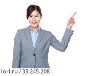 Купить «Businesswoman with finger point up», фото № 33245208, снято 8 апреля 2020 г. (c) PantherMedia / Фотобанк Лори