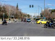 Купить «Central street in Athens (Greece)», фото № 33248816, снято 26 февраля 2020 г. (c) Татьяна Ляпи / Фотобанк Лори