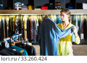 Купить «Fashionable woman buys denim shirt», фото № 33260424, снято 12 июля 2020 г. (c) Яков Филимонов / Фотобанк Лори
