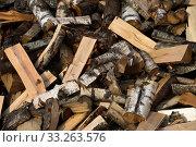 Купить «Фон. Дрова.  Куча наколотых дров для отопления частного дома», фото № 33263576, снято 17 сентября 2019 г. (c) Литвяк Игорь / Фотобанк Лори