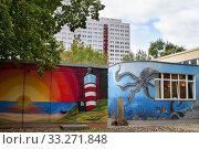 DLRG LV berlin ev bezirk Mitte. Section of the original Berlin Wall on display outside the Märkisches (Marcher) Museum, Mitte, Berlin, Germany, Europe. (2020 год). Редакционное фото, фотограф Sergi Reboredo / age Fotostock / Фотобанк Лори