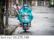 People wear face masks to protect from the growing outbreak of Coronavirus, Shanghai, China. Редакционное фото, фотограф Edwin Remsberg / age Fotostock / Фотобанк Лори