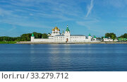 Ipatievsky Monastery in ancient town Kostroma. Стоковое видео, видеограф Михаил Коханчиков / Фотобанк Лори