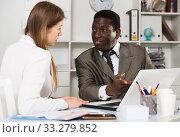 Купить «Young woman and man colleagues working at laptop and discussing», фото № 33279852, снято 31 марта 2020 г. (c) Яков Филимонов / Фотобанк Лори