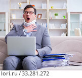 Man in neck brace cervical collar working from home teleworking. Стоковое фото, фотограф Elnur / Фотобанк Лори