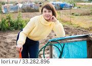 Купить «Portrait of thoughtful gardener», фото № 33282896, снято 28 мая 2020 г. (c) Яков Филимонов / Фотобанк Лори