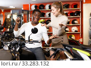 Купить «Happy young couple satisfied with choice in modern motorcycle salon», фото № 33283132, снято 16 января 2019 г. (c) Яков Филимонов / Фотобанк Лори