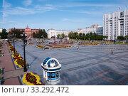 Купить «Russia, Khabarovsk, August 8, 2019: Lenin square on the Central street in the city of Khabarovsk», фото № 33292472, снято 8 августа 2019 г. (c) Катерина Белякина / Фотобанк Лори