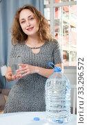 Woman holding glass of pure water. Стоковое фото, фотограф Яков Филимонов / Фотобанк Лори