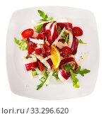 Купить «Salad with dried duck breast Magret», фото № 33296620, снято 31 марта 2020 г. (c) Яков Филимонов / Фотобанк Лори
