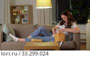 Купить «happy smiling pregnant woman with gift box at home», видеоролик № 33299024, снято 8 февраля 2020 г. (c) Syda Productions / Фотобанк Лори