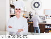 Купить «Bakery female worker with delicious pies and rolls on counter», фото № 33302672, снято 22 апреля 2017 г. (c) Яков Филимонов / Фотобанк Лори