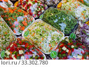 Купить «Sets of chopped vegetables wrapped in film on supermarket shelves», фото № 33302780, снято 24 мая 2020 г. (c) Яков Филимонов / Фотобанк Лори