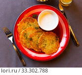Купить «Potato pancakes with sour cream. Belorussian cuisine», фото № 33302788, снято 30 мая 2020 г. (c) Яков Филимонов / Фотобанк Лори