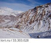 Купить «Stunning view of mountain ranges in snow and cable car in the snow resort», фото № 33303028, снято 21 февраля 2020 г. (c) Kira_Yan / Фотобанк Лори