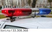 Купить «Проблесковые огни на полицейской машине», видеоролик № 33308368, снято 4 марта 2020 г. (c) FotograFF / Фотобанк Лори