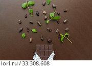 Купить «dark chocolate bar with peppermint and cocoa beans», фото № 33308608, снято 1 февраля 2019 г. (c) Syda Productions / Фотобанк Лори