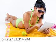 Happy young girl with green bikini and digital table. Стоковое фото, фотограф Josep  M Suria / PantherMedia / Фотобанк Лори
