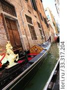 Купить «Detail of typical venitian gondola on water», фото № 33317204, снято 29 марта 2020 г. (c) PantherMedia / Фотобанк Лори