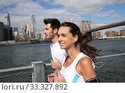 Купить «Couple of joggers running on Brooklyn Heights Promenade», фото № 33327892, снято 4 июня 2020 г. (c) PantherMedia / Фотобанк Лори
