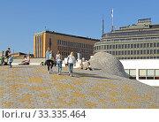 Купить «Amos Rex Art Museum in grounds of Lasipalatsi, underground gallery wit domes which bubble up above ground level. People on roof», фото № 33335464, снято 30 июня 2019 г. (c) Валерия Попова / Фотобанк Лори