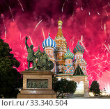 Cathedral of Intercession of Most Holy Theotokos on the Moat ( Temple of Basil the Blessed) and fireworks in honor of Victory Day celebration (WWII), Red Square, Moscow, Russia. Inscription in Russian: To Citizen Minin and Prince Pozharsky from grateful Russia. Year 1818 (2019 год). Стоковое фото, фотограф Владимир Журавлев / Фотобанк Лори