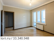 The interior of the room is unfurnished with new renovations, the front door and the balcony exit. Стоковое фото, фотограф Иванов Алексей / Фотобанк Лори