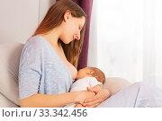 Happy smiling mother breastfeed newborn baby boy. Стоковое фото, фотограф Сергей Новиков / Фотобанк Лори