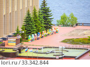 Купить «Russia Samara May 2019: large dolls of nesting dolls stand on the Volga River Embankment. Doll dedicated to the World Cup.», фото № 33342844, снято 24 мая 2019 г. (c) Акиньшин Владимир / Фотобанк Лори