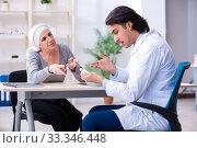 Купить «Young male doctor and female oncology patient», фото № 33346448, снято 5 апреля 2019 г. (c) Elnur / Фотобанк Лори