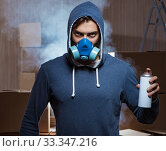 Купить «Graffiti painter in dark smokey room», фото № 33347216, снято 11 августа 2017 г. (c) Elnur / Фотобанк Лори