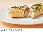 Купить «Close-up rolled pancake with filling from chicken and mushroom.», фото № 33355440, снято 3 февраля 2020 г. (c) Ярослав Данильченко / Фотобанк Лори