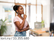 Купить «african american woman with finger on lips», фото № 33355680, снято 26 января 2020 г. (c) Syda Productions / Фотобанк Лори