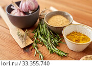 Купить «spices, rosemary, wooden spatula and garlic», фото № 33355740, снято 6 сентября 2018 г. (c) Syda Productions / Фотобанк Лори
