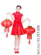 Купить «Young asian woman in red cheongsam holds red lantern in chinese new year», фото № 33357608, снято 14 июля 2020 г. (c) age Fotostock / Фотобанк Лори