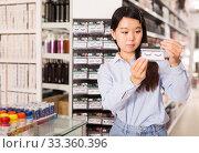 Купить «woman choosing false eyelashes», фото № 33360396, снято 24 октября 2019 г. (c) Яков Филимонов / Фотобанк Лори